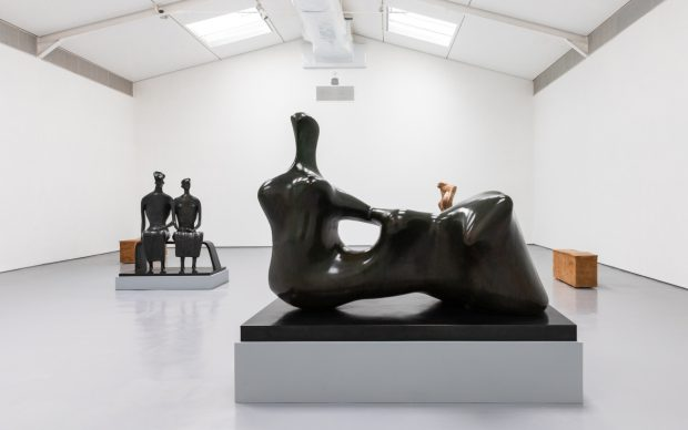 This Living Hand: Edmund de Waal presents Henry Moore, 2021. Installation view with Henry Moore, Reclining Figure: Hand 1979 Bronze (LH 709), King and Queen 1952-53 bronze (LH 350), Mother and Child 1978 Stalactite (LH 754) and Edmund de Waal, tacet XII and XIII, Hornton stone, 2020. Reproduced by permission of the Henry Moore Foundation, Edmund de Waal and New Art Centre, Wiltshire. Photo: Alzbeta Jaresova