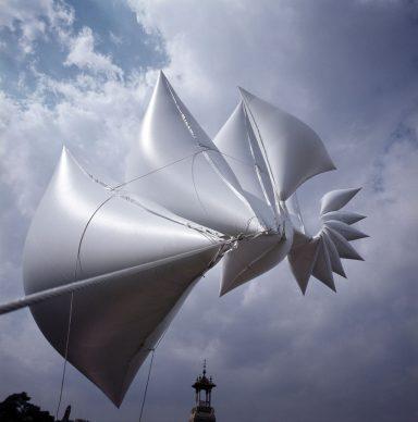 Josep Ponsati, Sculpture gonflable, Barcelona 77, 1977. Collection de l'artiste Photographie Toni Vidal