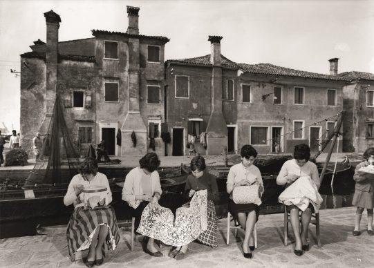 Burano, 1958 © Archivio Mario De Biasi / courtesy Admira, Milano
