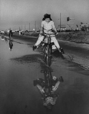Domenica d'agosto, Milano, 1949 © Archivio Mario De Biasi / courtesy Admira, Milano