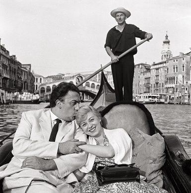 Fellini e Masina, Venezia, 1955 © Archivio Mario De Biasi / courtesy Admira, Milano