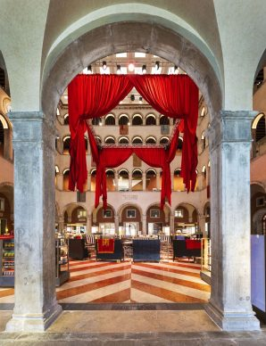 Maarten Baas, Second Act, Fondaco dei Tedeschi, Venezia, 2021. Photo credits Matteo De Fina