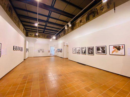 Vista dell'allestimento della mostra Endocosmo Maraini. Il Giappone di Fosco Maraini