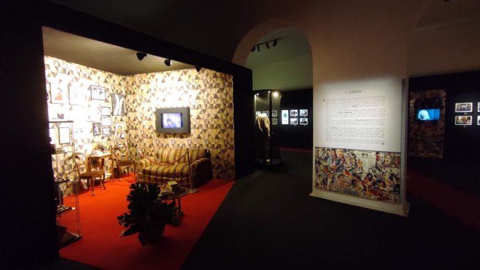 """Vista dell'allestimento della mostra """"Troisi poeta Massimo"""" su progetto dello studio BC Progetti. Courtesy BC Progetti"""