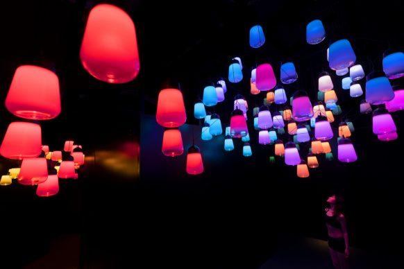 © teamLab, Metropolis Tokyo, Array and Spiral of Resonating Lamps - One Stroke, Metropolis Tokyo