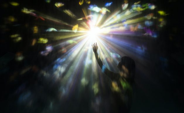 © teamLab, Step into the Light Circle